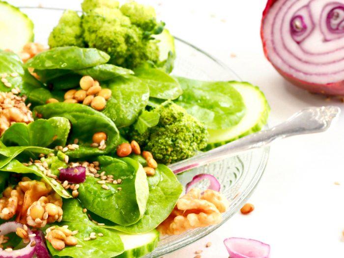 Protein salat med spirer FRISKE SPIRER